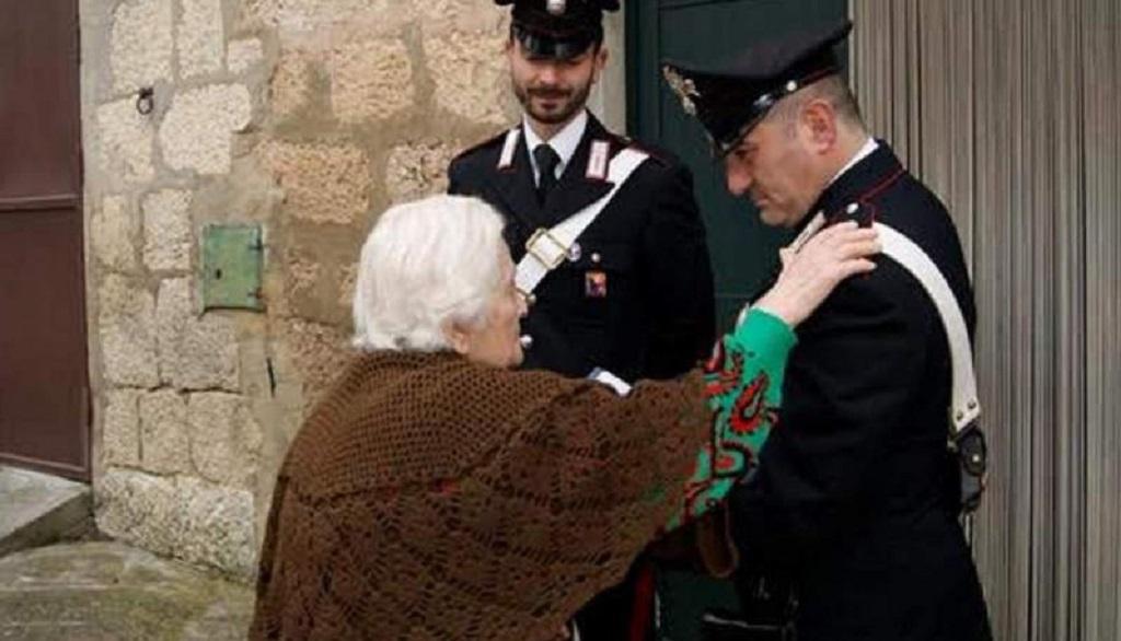 Isernia, finto avvocato porta via 10mila euro a un'anziana