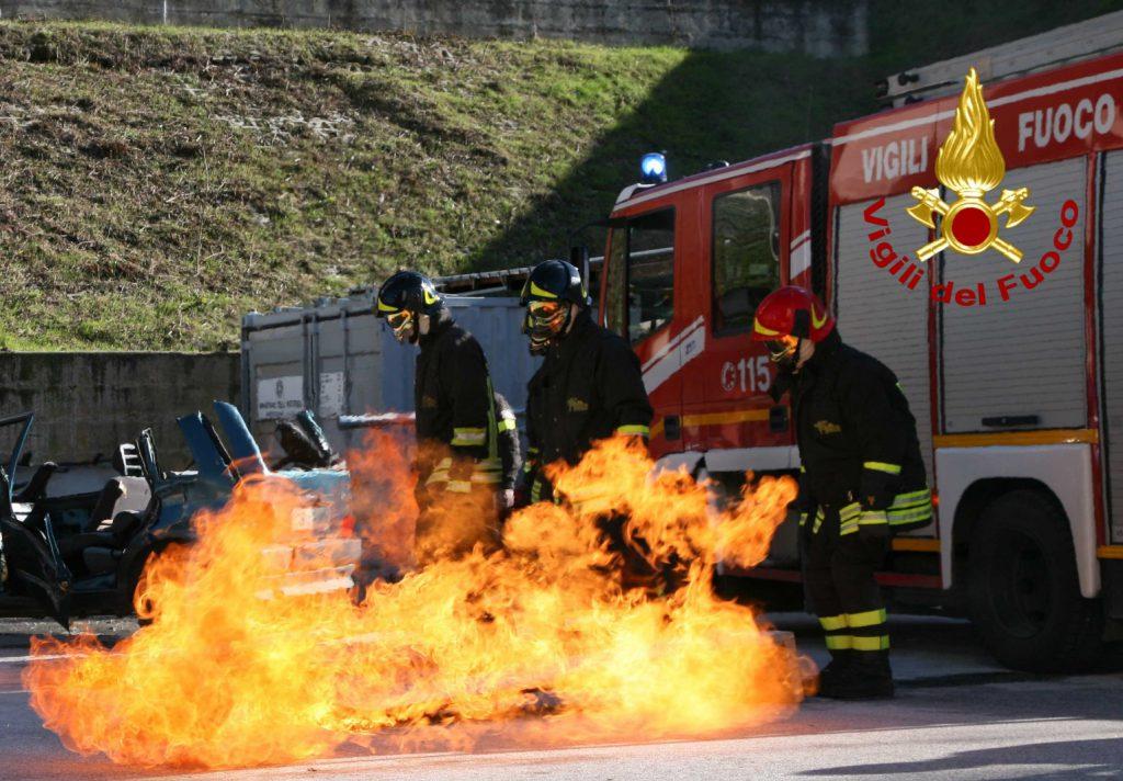 Campobasso, l?abitazione va a fuoco: disabile salvato da due ragazzi