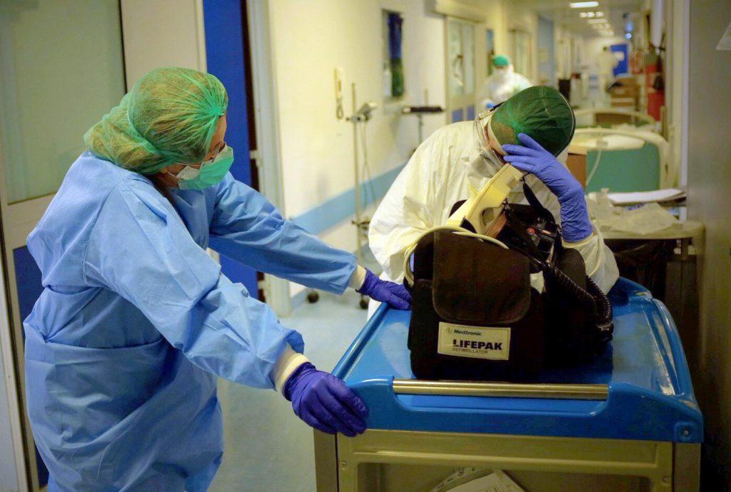 Allarme dell'Ordine: «La situazione è grave, infermieri allo stremo»