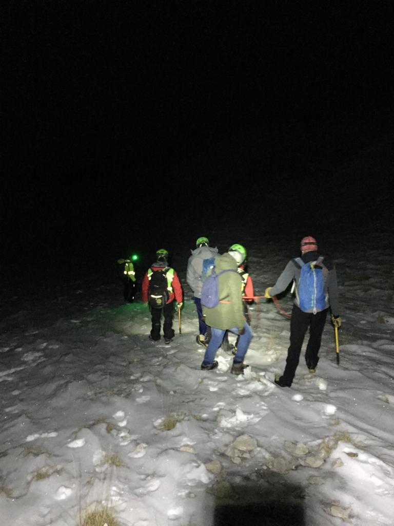 Nebbia e ghiaccio, due studenti universitari non riescono a scendere da Monte Miletto: Soccorso alpino in azione