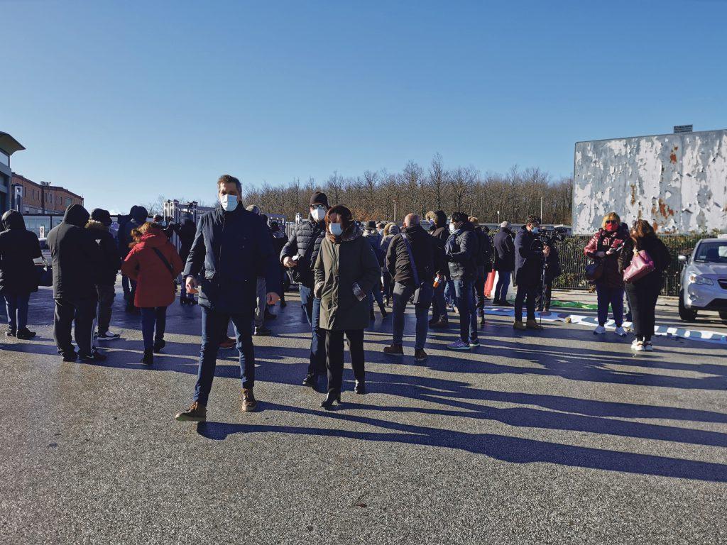 Amarezza e rabbia, sit-in al Cardarelli: voce alla protesta contro la gestione Covid