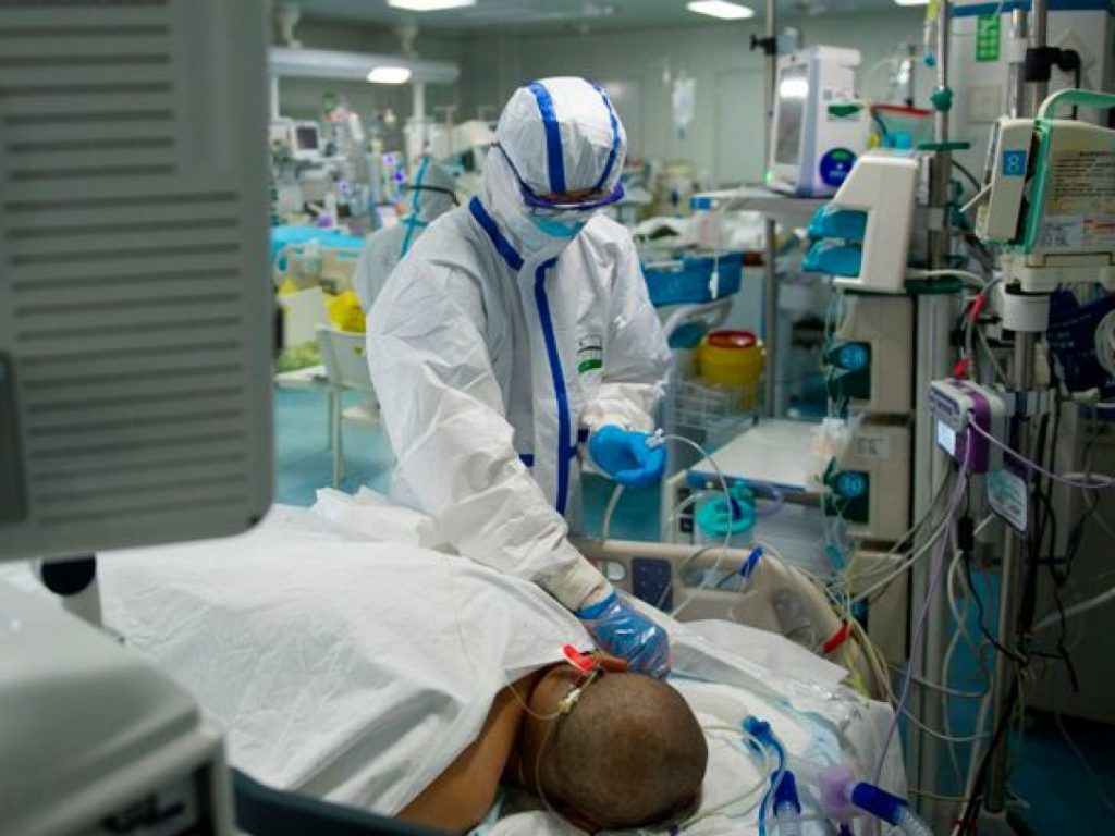 Tasso al 16,2%, altri 11 decessi e 23 pazienti in rianimazione